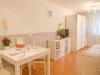 Apartment Algoma Tisch und Aufbewahrung